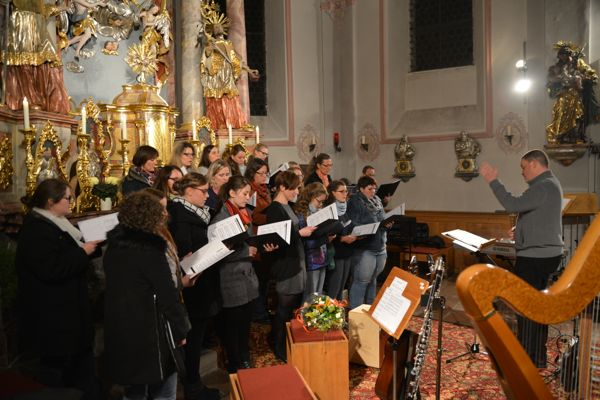 """Querbeet durch die Welt der Noten – Musikalische Vielfalt mit """"chor.junge.musik"""" in der Pidinger Pfarrkirche"""